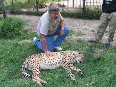 Kebun Binatang Paling Berbahaya di Dunia - Lujan Zoo30