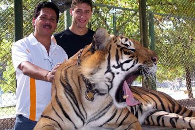 Kebun Binatang Paling Berbahaya di Dunia - Lujan Zoo10