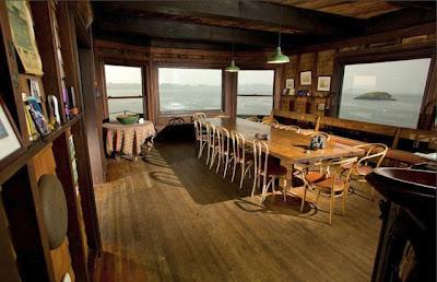Rumah Ditengah Laut ini Berusia 103 Tahun