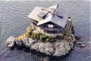 Rumah di Tengah Laut Berusia 103 Tahun