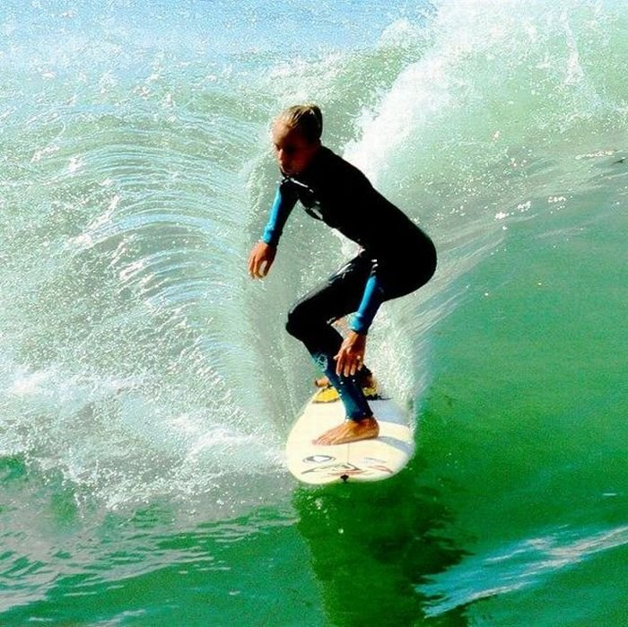 Girls Surfing Wallpaper: Damn Cool Pictures