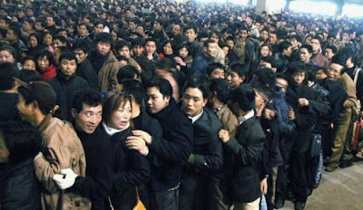 crowded train stations in china 05 Inilah Antrian Terpanjang di Dunia !