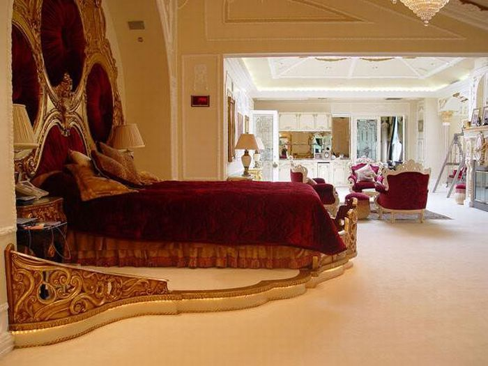 Zimbabwe president robert mugabe 39 s insanly beautiful for Michelles bedroom galleries
