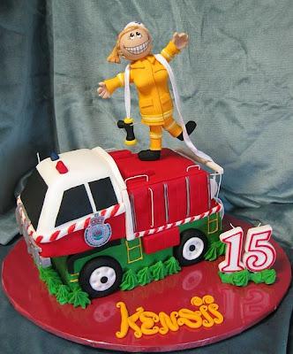 فن الحلويات Creative_cake_designs_07