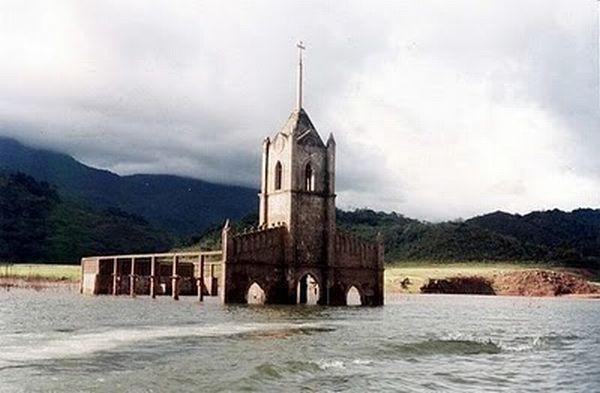 http://4.bp.blogspot.com/_mmBw3uzPnJI/THZj1q-hYWI/AAAAAAABjAw/OIcuEGfI6Es/s1600/underwater_church_06.jpg