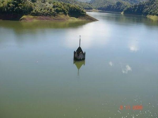 http://4.bp.blogspot.com/_mmBw3uzPnJI/THZj878Ul5I/AAAAAAABjBI/NfLvVIUFq5I/s1600/underwater_church_03.jpg