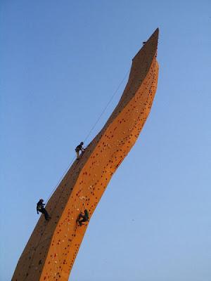 Dinding Panjat Tebing Buatan Paling Tinggi Di Dunia