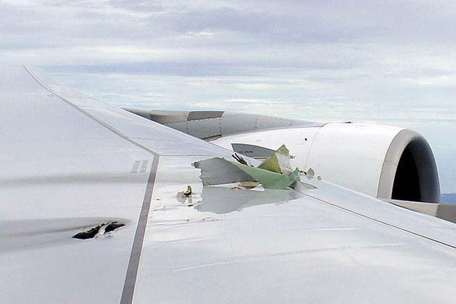 funny dangerous landing  qantas   singapore pictures