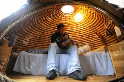 Chinese Designer Builds Egg Shapped House