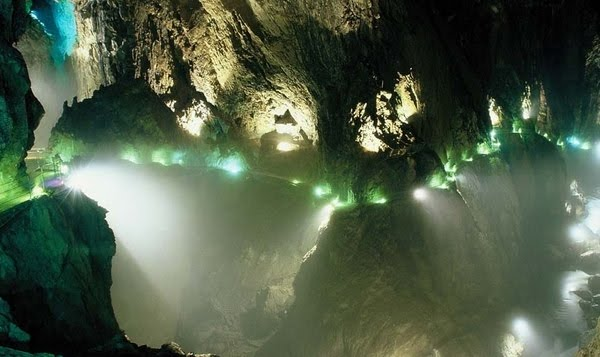 Pećine - Page 2 Most_beautiful_caves_01