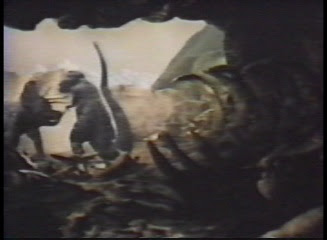 http://4.bp.blogspot.com/_mpBGa4P5jUo/SN-OzixULeI/AAAAAAAACD0/rYSj2HstNIE/s400/lastdinosaur13.jpg