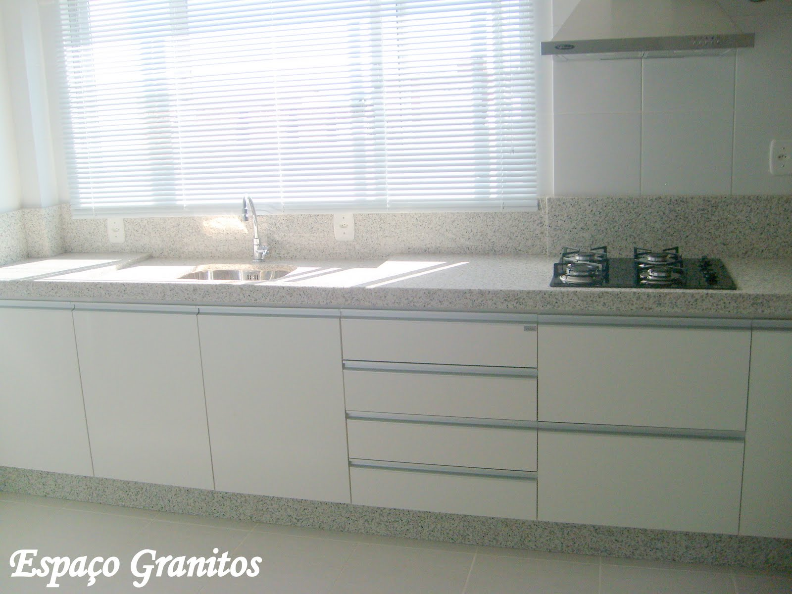Granitos e Mármores: Cozinhas em Granito #5A5E50 1600x1200 Banheiro Com Granito Ornamental