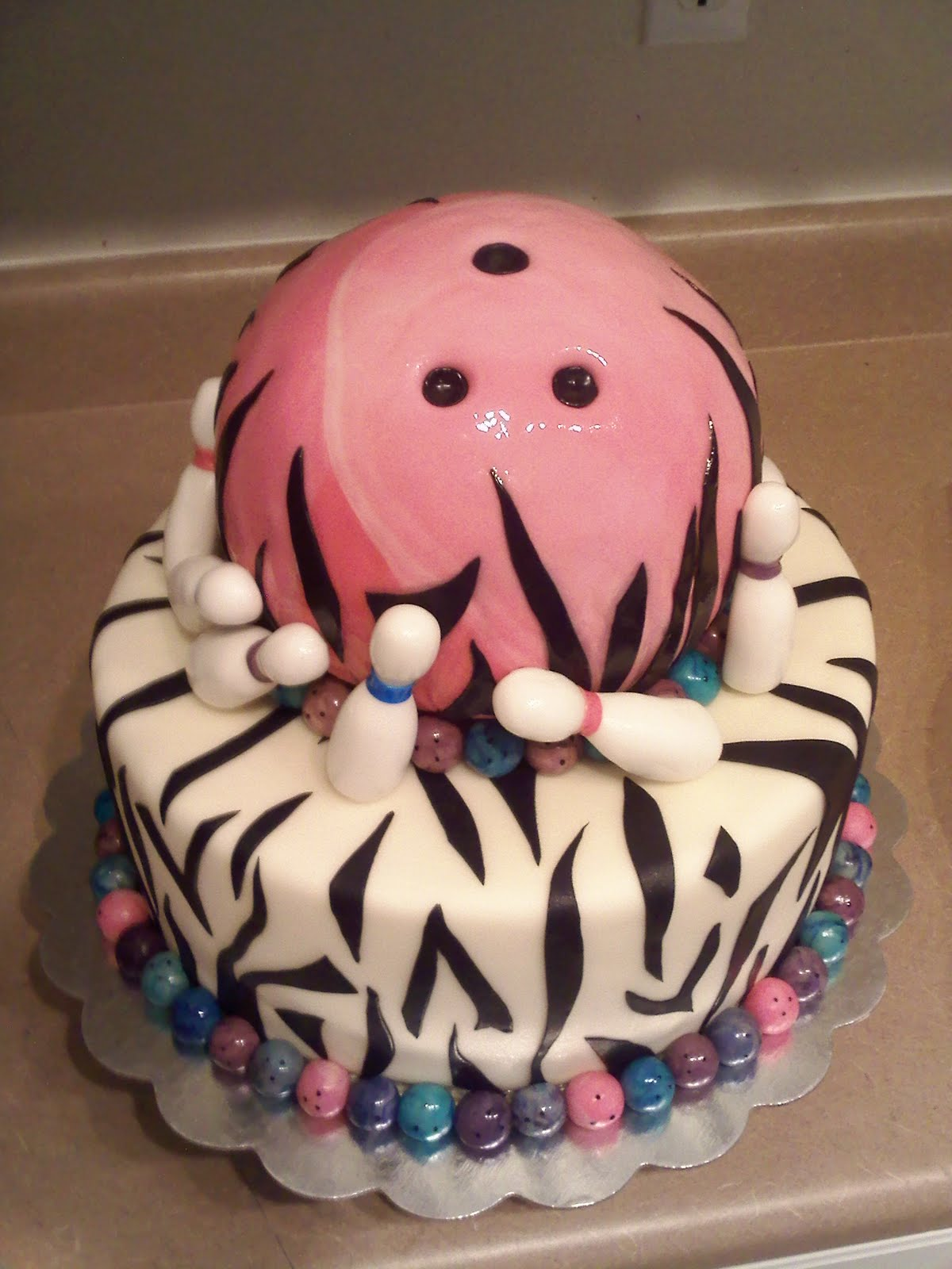 Images Of Bowling Ball Cakes