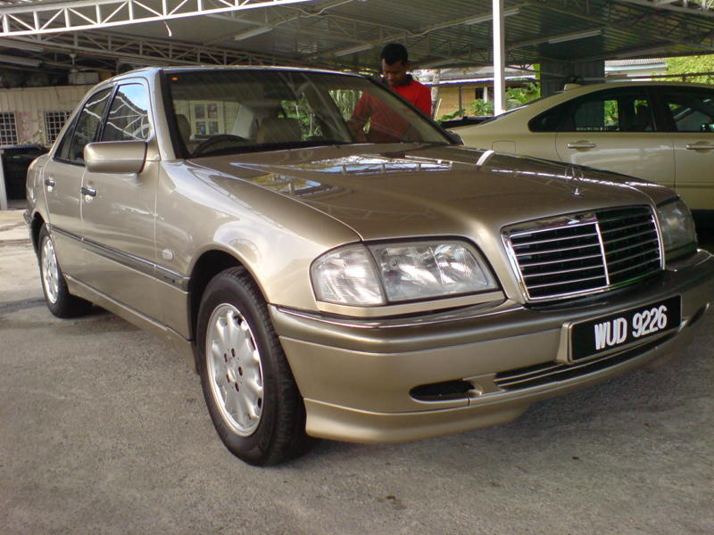 Daniel star for sale 18 8 10 mercedes benz c200 local for Local mercedes benz dealer