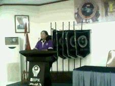 Anggota legislatif sedang PIDATo...TIIIaaaaarraaappppppp....
