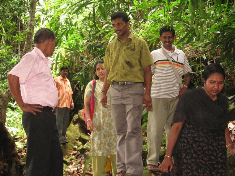 Sudhir Neerattupuram on Thommankuthu with others