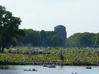 Stadtpark Hamburg, Wiese, Planetarium, belebt