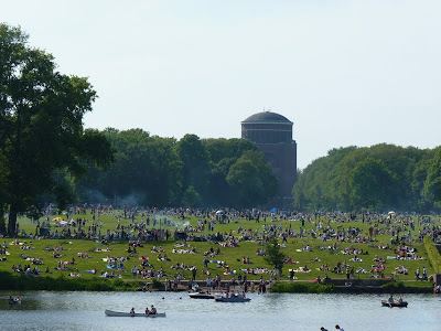 Stadtpark Hamburg, Wiese, Planetarium, belebt