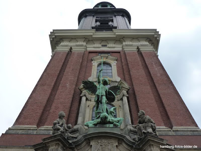 St. Michaelis Kirche, Michel, Hamburg, Detail, Blick nach oben