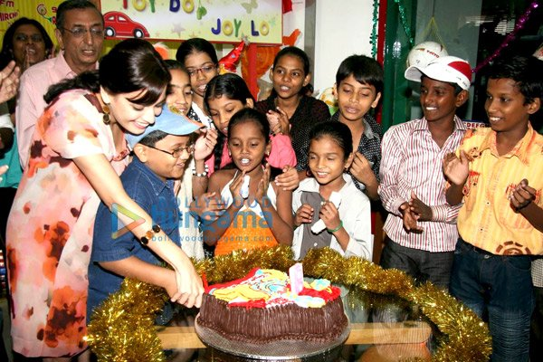 98 3 Radio Mirchi Hyderabad. Dia Mirza celebrates 98.3 FM Radio Mirchi#39;s 8th birthday with NGO kids image