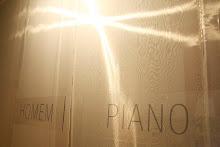 HOMEM PIANO