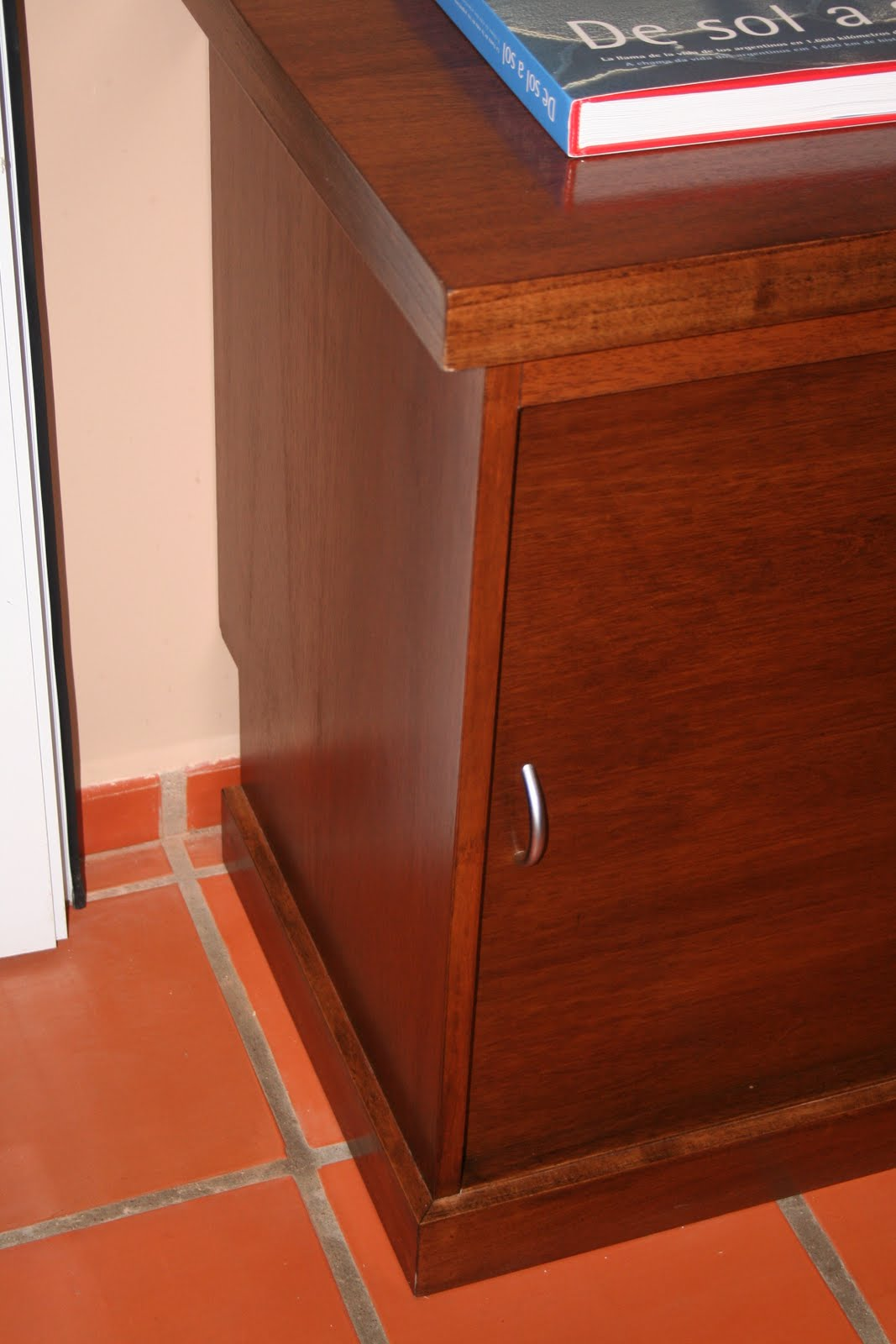 Muebles a medida tandil mueble oficina en cedro lustrado for Muebles oficina a medida
