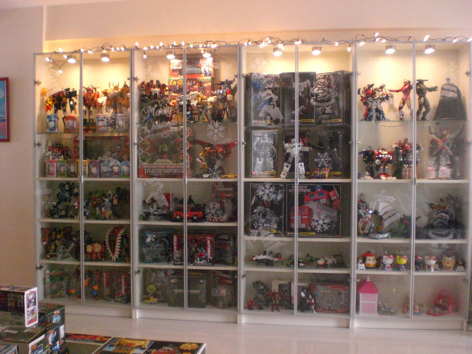 Hot Toys Display Cabinets