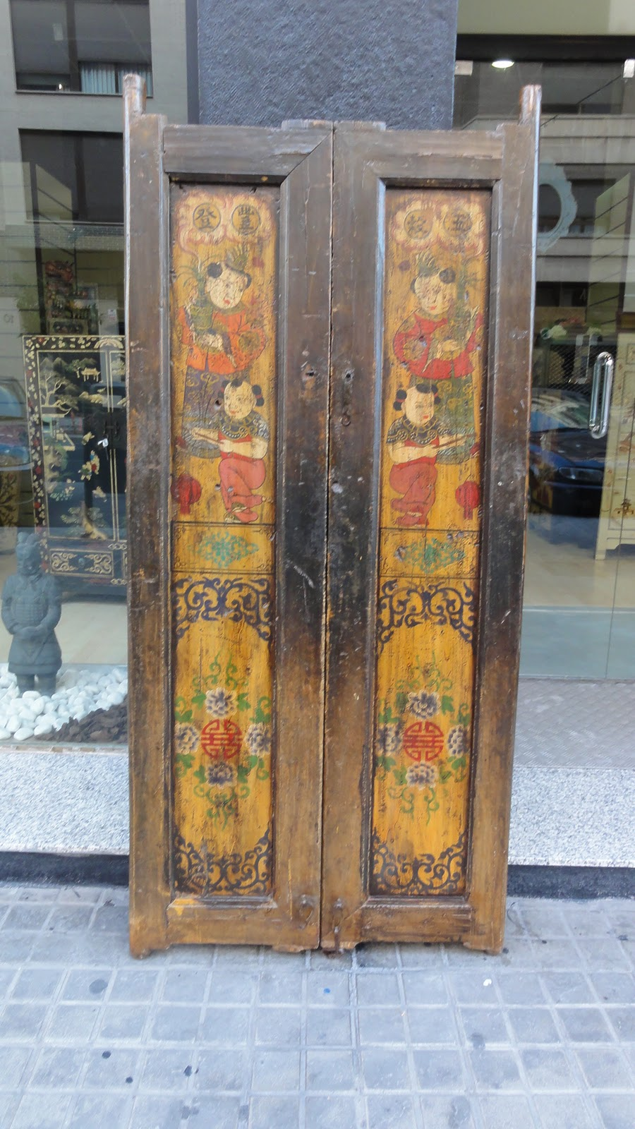 Puertas antiguas decoradas mekabe home for Puertas correderas antiguas