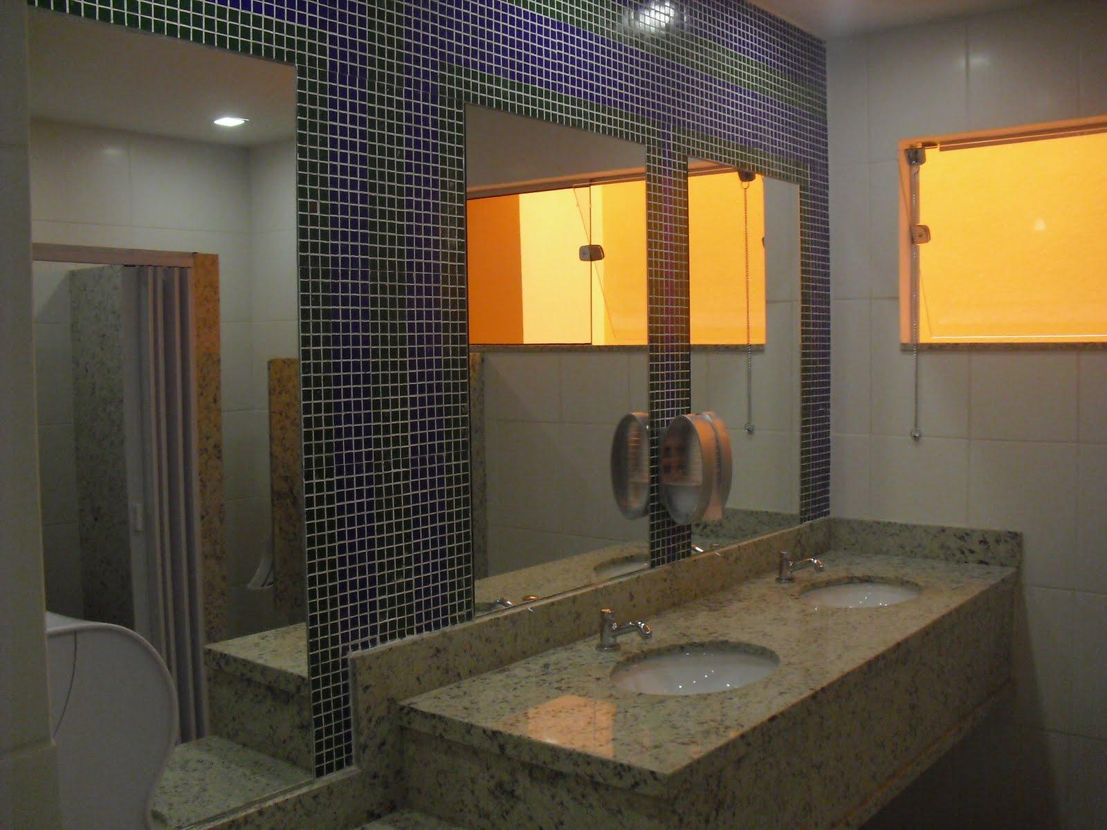 Imagens de #C28609 Lindos banheiros com pastilhas janelas em vidros (DVT Blindex) e  1600x1200 px 3558 Blindex Banheiro Belem