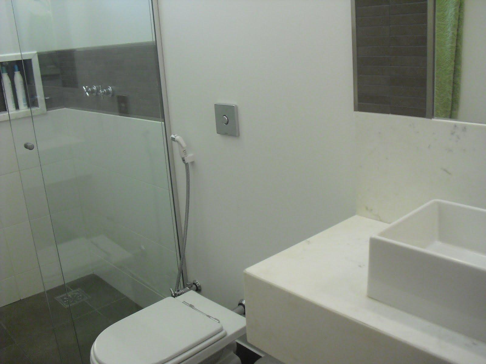 Construir com Arte: Banheiros de bom gosto com Cristiana Terra Bento #5C664B 1600x1200 Banheiro Com Granito Vermelho