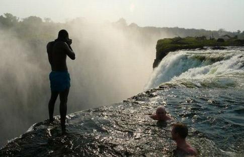 Voyages bergeron le top 10 des endroits pour nager for Chute victoria piscine du diable