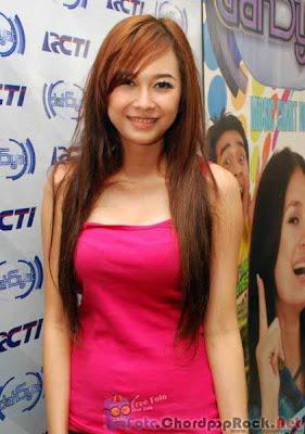 Foto Cantik Aura Kasih di acara Dahsyat RCTI