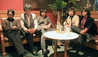 Hello Band ongkrong di kafe