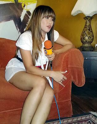 Foto Sexy Pinkan Mambo saat Wawancara
