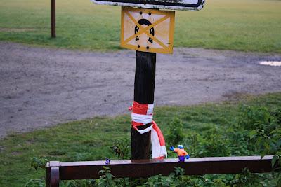 no horseshoes sign