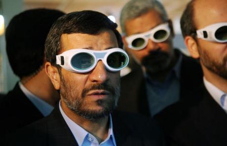Ahmadinejad+with+3D+glasses.jpg