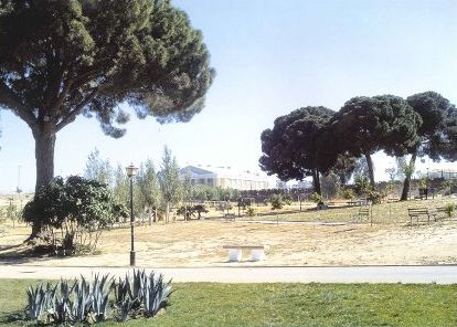 Dos Hermanas. Parque de los Pinos, Pabellón deportivo.