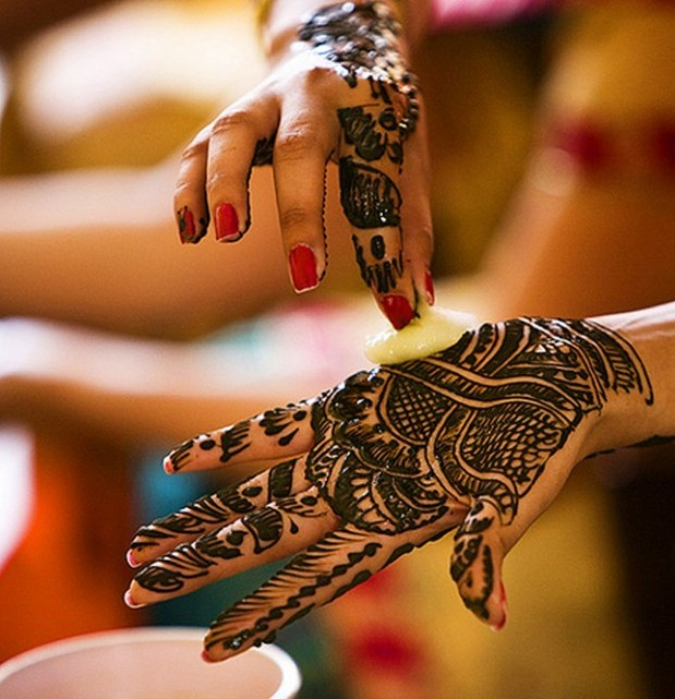 Women Fashion Guide: Latest Mehndi Patterns