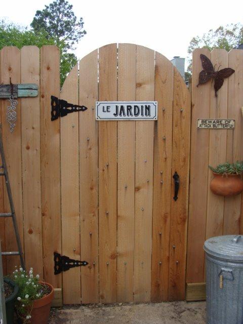 [gardengate1.JPG]