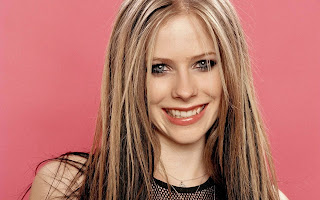 Avril Lavigne Smiling Cute Face HD Wallpaper