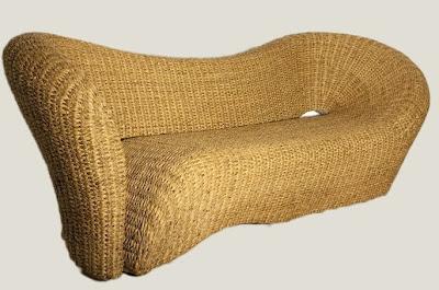 Sofá de diseño hecho con ratán