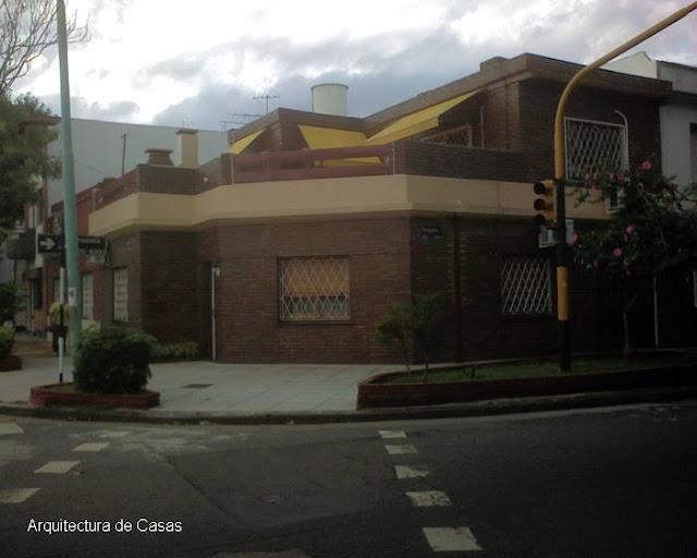 Arquitectura de casas casa residencial en la esquina de for Casas contemporaneas en esquina