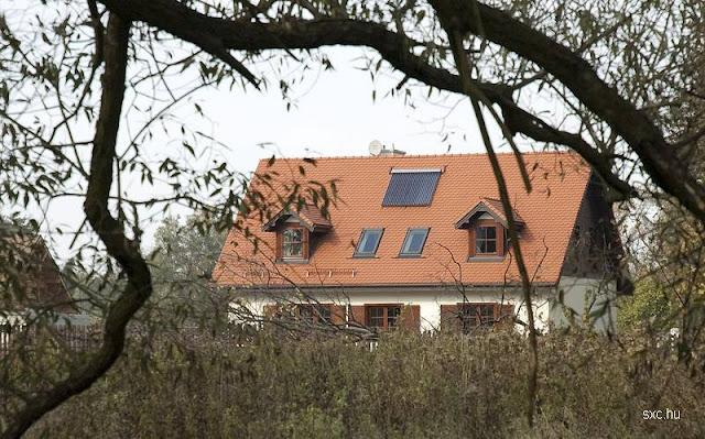 Techo de tejas de una casa residencial