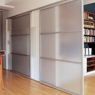 Arquitectura de casas puertas corredizas paneles deslizantes for Tabiques divisorios para oficinas