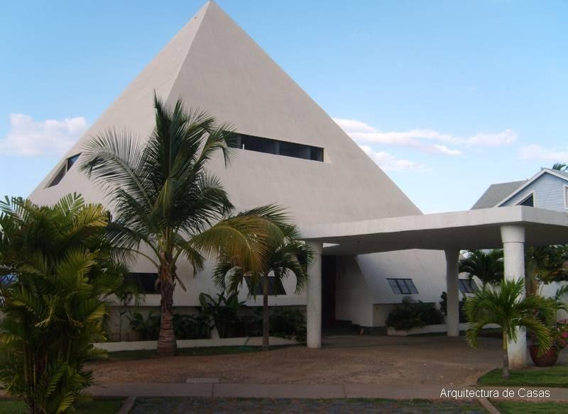 Arquitectura de casas residencia moderna con forma de for Formas de techos para casas