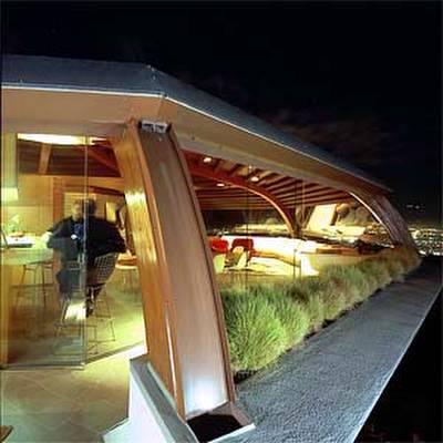 Residencia Malin en la noche, obra de John Lautner