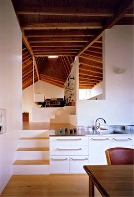 Interior de la casa contemporánea japonesa sector de la cocina