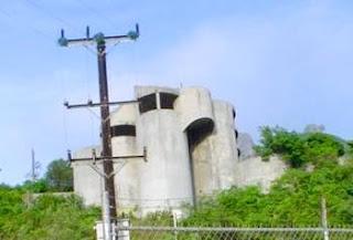 Estructura arquitectónica abandonada en México