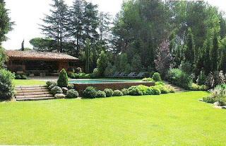 Jardín para la piscina