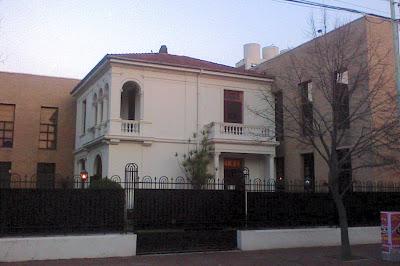 Casona residencial clásica ampliada con estructura contemporánea en Buenos Aires